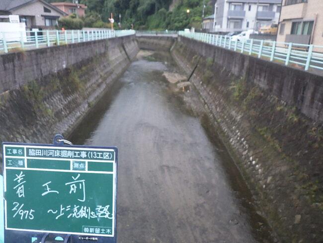いよいよ現場指導です。これから寒くなるときに河川工事かーーーーーーい。最後まで頑張ります。